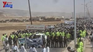 الالاف يشيعون 6 من شهداء مجزرة الضبر بعمران التي ارتكبتها قوات القشيبي بحق مسيرة سلمية (13)