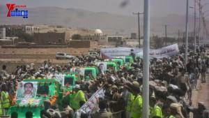 الالاف يشيعون 6 من شهداء مجزرة الضبر بعمران التي ارتكبتها قوات القشيبي بحق مسيرة سلمية (25)