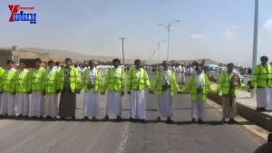 الالاف يشيعون 6 من شهداء مجزرة الضبر بعمران التي ارتكبتها قوات القشيبي بحق مسيرة سلمية (4)