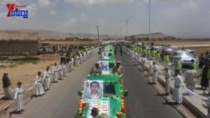 الالاف يشيعون 6 من شهداء مجزرة الضبر بعمران التي ارتكبتها قوات القشيبي بحق مسيرة سلمية (45)