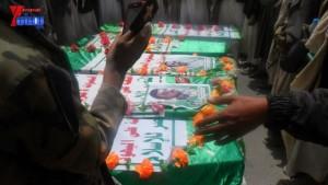 الالاف يشيعون 6 من شهداء مجزرة الضبر بعمران التي ارتكبتها قوات القشيبي بحق مسيرة سلمية (55)