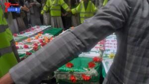 الالاف يشيعون 6 من شهداء مجزرة الضبر بعمران التي ارتكبتها قوات القشيبي بحق مسيرة سلمية (60)
