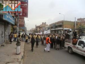 مسيرة حاشدة بصنعاء تطالب بإسقاط رموز الفساد وتأييدا للجيش في حربه ضد القاعدة (15)