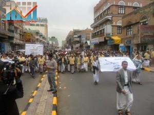 مسيرة حاشدة بصنعاء تطالب بإسقاط رموز الفساد وتأييدا للجيش في حربه ضد القاعدة (25)