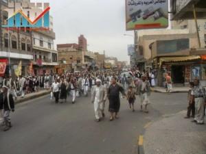 مسيرة حاشدة بصنعاء تطالب بإسقاط رموز الفساد وتأييدا للجيش في حربه ضد القاعدة (40)