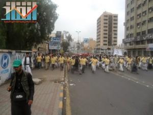 مسيرة حاشدة بصنعاء تطالب بإسقاط رموز الفساد وتأييدا للجيش في حربه ضد القاعدة (49)