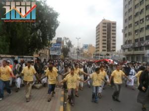 مسيرة حاشدة بصنعاء تطالب بإسقاط رموز الفساد وتأييدا للجيش في حربه ضد القاعدة (50)