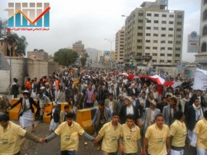 مسيرة حاشدة بصنعاء تطالب بإسقاط رموز الفساد وتأييدا للجيش في حربه ضد القاعدة (51)