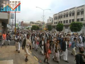 مسيرة حاشدة بصنعاء تطالب بإسقاط رموز الفساد وتأييدا للجيش في حربه ضد القاعدة (53)