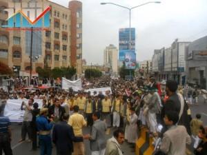 مسيرة حاشدة بصنعاء تطالب بإسقاط رموز الفساد وتأييدا للجيش في حربه ضد القاعدة (59)