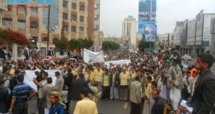 مسيرة حاشدة بصنعاء تطالب بإسقاط رموز الفساد وتأييدا للجيش في حربه ضد القاعدة (61)
