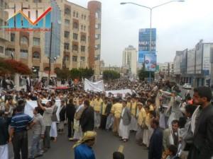 مسيرة حاشدة بصنعاء تطالب بإسقاط رموز الفساد وتأييدا للجيش في حربه ضد القاعدة (62)