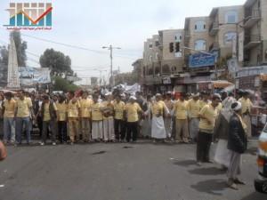 مسيرة حاشدة في العاصمة صنعاء تتجه صوب وزارة النفط للتنديد بأزمة المشتقات النفطية و رفض رفع الدعم عنها و المطالبة بإسقاط الحكومة (1)