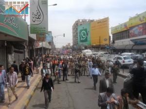 مسيرة حاشدة في العاصمة صنعاء تتجه صوب وزارة النفط للتنديد بأزمة المشتقات النفطية و رفض رفع الدعم عنها و المطالبة بإسقاط الحكومة (11)