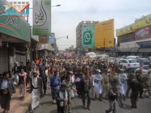 مسيرة حاشدة في العاصمة صنعاء تتجه صوب وزارة النفط للتنديد بأزمة المشتقات النفطية و رفض رفع الدعم عنها و المطالبة بإسقاط الحكومة (12)