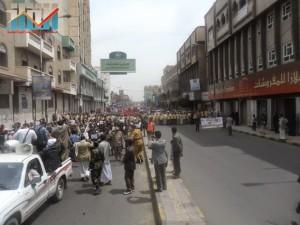 مسيرة حاشدة في العاصمة صنعاء تتجه صوب وزارة النفط للتنديد بأزمة المشتقات النفطية و رفض رفع الدعم عنها و المطالبة بإسقاط الحكومة (15)
