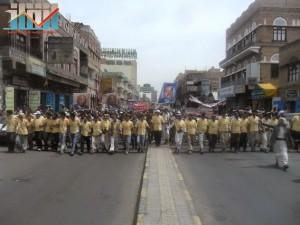 مسيرة حاشدة في العاصمة صنعاء تتجه صوب وزارة النفط للتنديد بأزمة المشتقات النفطية و رفض رفع الدعم عنها و المطالبة بإسقاط الحكومة (16)