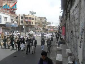 مسيرة حاشدة في العاصمة صنعاء تتجه صوب وزارة النفط للتنديد بأزمة المشتقات النفطية و رفض رفع الدعم عنها و المطالبة بإسقاط الحكومة (18)