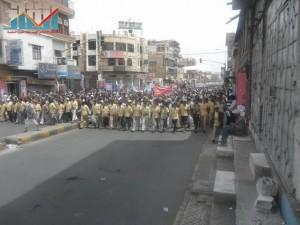 مسيرة حاشدة في العاصمة صنعاء تتجه صوب وزارة النفط للتنديد بأزمة المشتقات النفطية و رفض رفع الدعم عنها و المطالبة بإسقاط الحكومة (19)