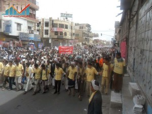 مسيرة حاشدة في العاصمة صنعاء تتجه صوب وزارة النفط للتنديد بأزمة المشتقات النفطية و رفض رفع الدعم عنها و المطالبة بإسقاط الحكومة (20)