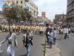 مسيرة حاشدة في العاصمة صنعاء تتجه صوب وزارة النفط للتنديد بأزمة المشتقات النفطية و رفض رفع الدعم عنها و المطالبة بإسقاط الحكومة (24)