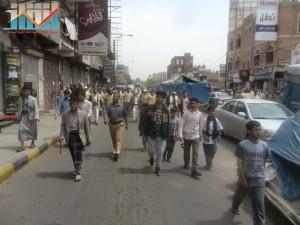 مسيرة حاشدة في العاصمة صنعاء تتجه صوب وزارة النفط للتنديد بأزمة المشتقات النفطية و رفض رفع الدعم عنها و المطالبة بإسقاط الحكومة (3)