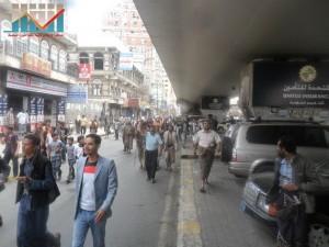مسيرة حاشدة في العاصمة صنعاء تتجه صوب وزارة النفط للتنديد بأزمة المشتقات النفطية و رفض رفع الدعم عنها و المطالبة بإسقاط الحكومة (30)