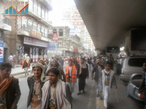 مسيرة حاشدة في العاصمة صنعاء تتجه صوب وزارة النفط للتنديد بأزمة المشتقات النفطية و رفض رفع الدعم عنها و المطالبة بإسقاط الحكومة (31)