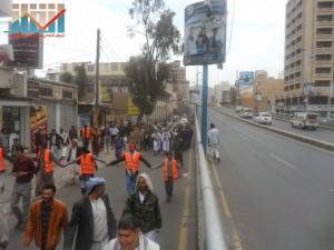 مسيرة حاشدة في العاصمة صنعاء تتجه صوب وزارة النفط للتنديد بأزمة المشتقات النفطية و رفض رفع الدعم عنها و المطالبة بإسقاط الحكومة (32)