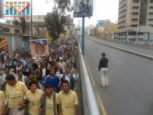 مسيرة حاشدة في العاصمة صنعاء تتجه صوب وزارة النفط للتنديد بأزمة المشتقات النفطية و رفض رفع الدعم عنها و المطالبة بإسقاط الحكومة (37)