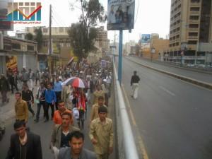 مسيرة حاشدة في العاصمة صنعاء تتجه صوب وزارة النفط للتنديد بأزمة المشتقات النفطية و رفض رفع الدعم عنها و المطالبة بإسقاط الحكومة (38)