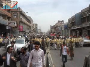 مسيرة حاشدة في العاصمة صنعاء تتجه صوب وزارة النفط للتنديد بأزمة المشتقات النفطية و رفض رفع الدعم عنها و المطالبة بإسقاط الحكومة (4)