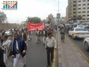 مسيرة حاشدة في العاصمة صنعاء تتجه صوب وزارة النفط للتنديد بأزمة المشتقات النفطية و رفض رفع الدعم عنها و المطالبة بإسقاط الحكومة (42)