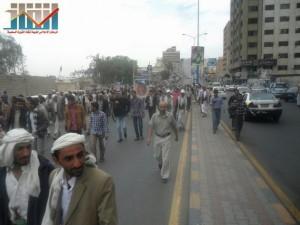 مسيرة حاشدة في العاصمة صنعاء تتجه صوب وزارة النفط للتنديد بأزمة المشتقات النفطية و رفض رفع الدعم عنها و المطالبة بإسقاط الحكومة (46)