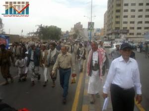 مسيرة حاشدة في العاصمة صنعاء تتجه صوب وزارة النفط للتنديد بأزمة المشتقات النفطية و رفض رفع الدعم عنها و المطالبة بإسقاط الحكومة (48)
