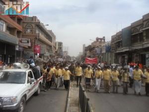 مسيرة حاشدة في العاصمة صنعاء تتجه صوب وزارة النفط للتنديد بأزمة المشتقات النفطية و رفض رفع الدعم عنها و المطالبة بإسقاط الحكومة (5)