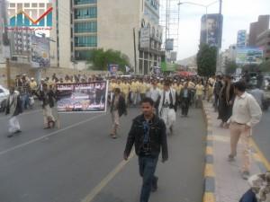 مسيرة حاشدة في العاصمة صنعاء تتجه صوب وزارة النفط للتنديد بأزمة المشتقات النفطية و رفض رفع الدعم عنها و المطالبة بإسقاط الحكومة (52)