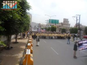 مسيرة حاشدة في العاصمة صنعاء تتجه صوب وزارة النفط للتنديد بأزمة المشتقات النفطية و رفض رفع الدعم عنها و المطالبة بإسقاط الحكومة (55)