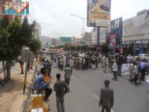 مسيرة حاشدة في العاصمة صنعاء تتجه صوب وزارة النفط للتنديد بأزمة المشتقات النفطية و رفض رفع الدعم عنها و المطالبة بإسقاط الحكومة (59)