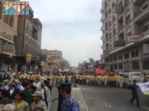 مسيرة حاشدة في العاصمة صنعاء تتجه صوب وزارة النفط للتنديد بأزمة المشتقات النفطية و رفض رفع الدعم عنها و المطالبة بإسقاط الحكومة (6)