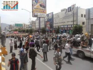 مسيرة حاشدة في العاصمة صنعاء تتجه صوب وزارة النفط للتنديد بأزمة المشتقات النفطية و رفض رفع الدعم عنها و المطالبة بإسقاط الحكومة (63)
