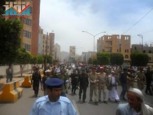 مسيرة حاشدة في العاصمة صنعاء تتجه صوب وزارة النفط للتنديد بأزمة المشتقات النفطية و رفض رفع الدعم عنها و المطالبة بإسقاط الحكومة (66)