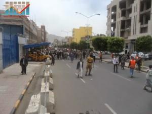 مسيرة حاشدة في العاصمة صنعاء تتجه صوب وزارة النفط للتنديد بأزمة المشتقات النفطية و رفض رفع الدعم عنها و المطالبة بإسقاط الحكومة (67)