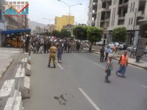 مسيرة حاشدة في العاصمة صنعاء تتجه صوب وزارة النفط للتنديد بأزمة المشتقات النفطية و رفض رفع الدعم عنها و المطالبة بإسقاط الحكومة (68)