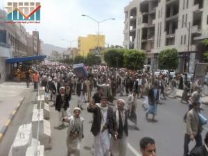 مسيرة حاشدة في العاصمة صنعاء تتجه صوب وزارة النفط للتنديد بأزمة المشتقات النفطية و رفض رفع الدعم عنها و المطالبة بإسقاط الحكومة (74)