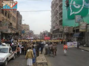 مسيرة حاشدة في العاصمة صنعاء تتجه صوب وزارة النفط للتنديد بأزمة المشتقات النفطية و رفض رفع الدعم عنها و المطالبة بإسقاط الحكومة (8)