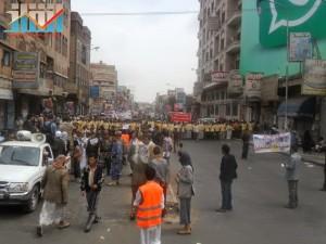 مسيرة حاشدة في العاصمة صنعاء تتجه صوب وزارة النفط للتنديد بأزمة المشتقات النفطية و رفض رفع الدعم عنها و المطالبة بإسقاط الحكومة (9)