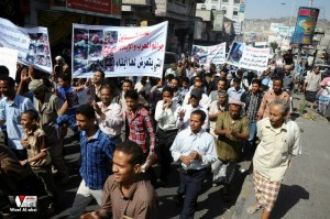 تعز تنتفض في مسيرة تضامنية منددة بمجازر الجيش في الضالع (1)