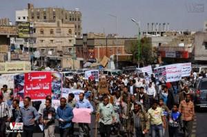 تعز تنتفض في مسيرة تضامنية منددة بمجازر الجيش في الضالع (13)