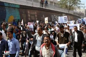 تعز تنتفض في مسيرة تضامنية منددة بمجازر الجيش في الضالع (15)